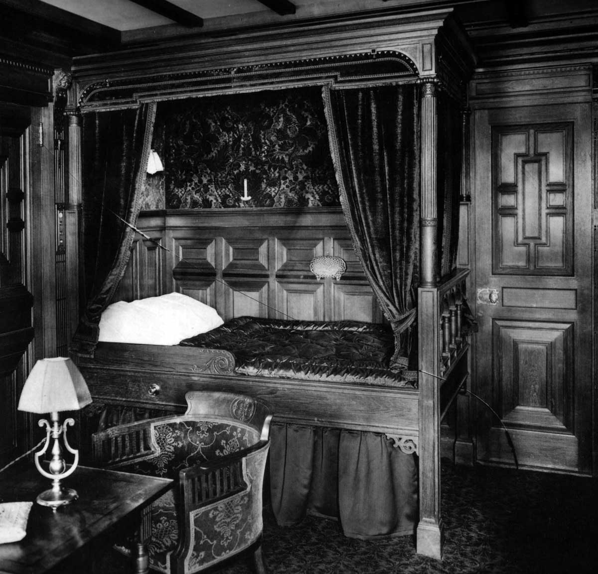 rms titanic the construction and outfitting of this world famous parlor suite first class cabin