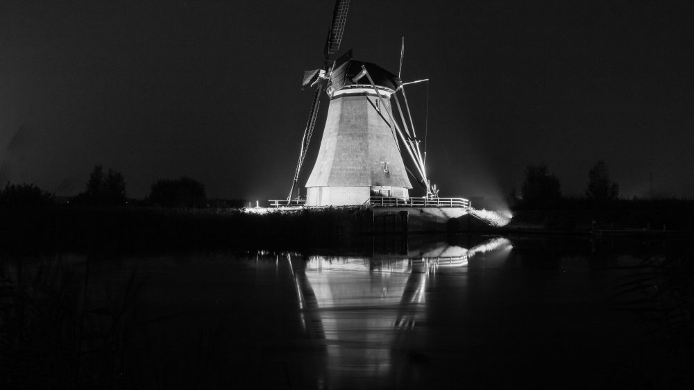 Octagonal Overwaard windmill in floodlights