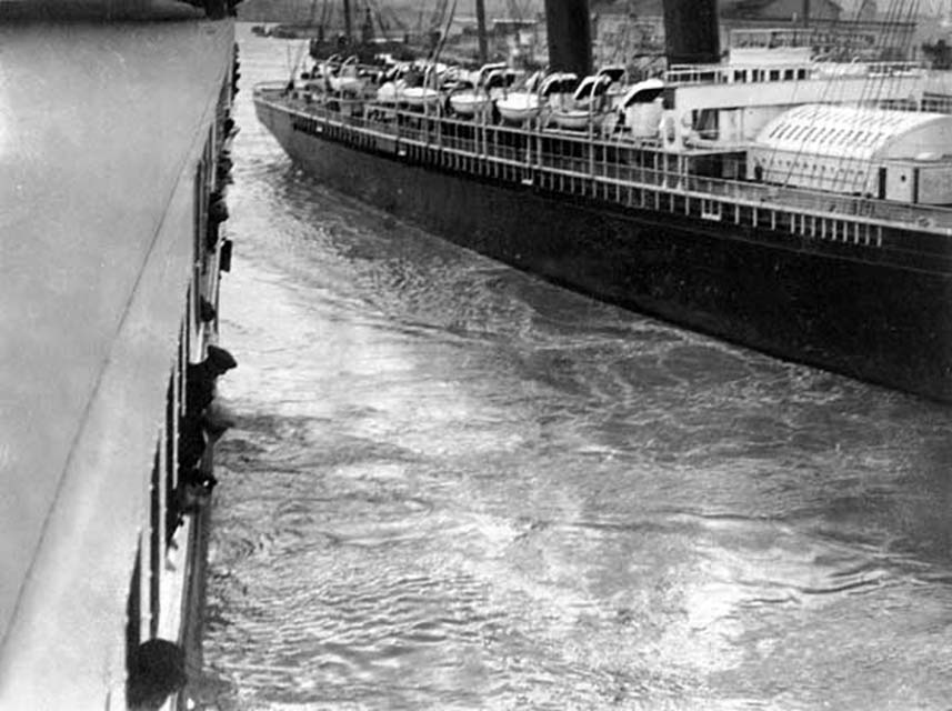 Near collision between The SS New York and Titanic