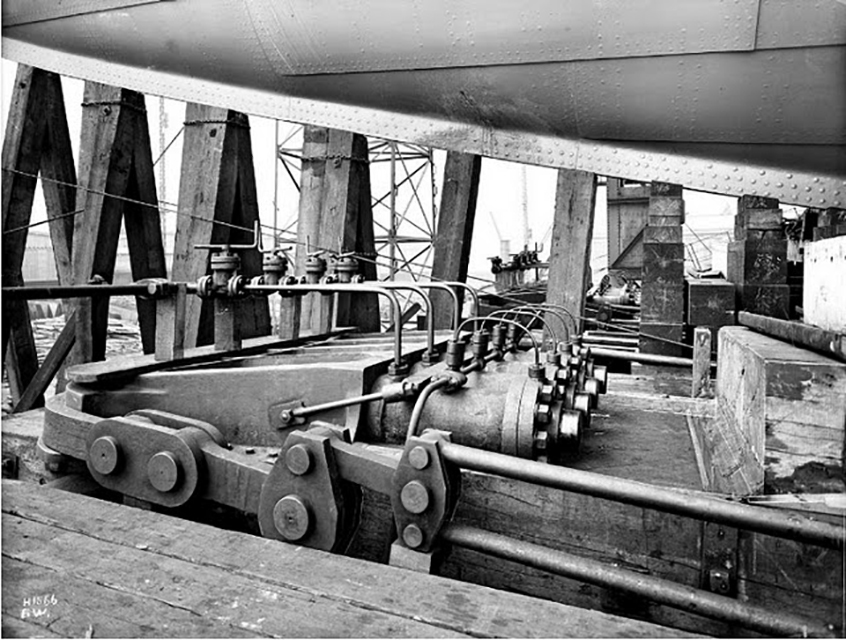 Hydraulic rams at the bow of the Titanic