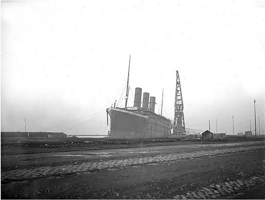 Floating crane working on Titanic